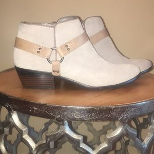 Taupe with a tan strap in a size 8.  Sam Edelman